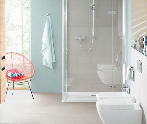 kleine badkamer met douche ruimteoplossingen villeroy boch. Black Bedroom Furniture Sets. Home Design Ideas