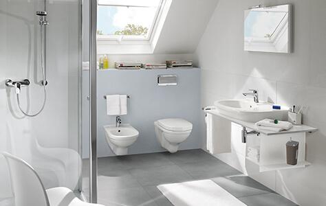 Badkamer met schuin dakgedeelte - Ruimte slim benutten - Villeroy ...