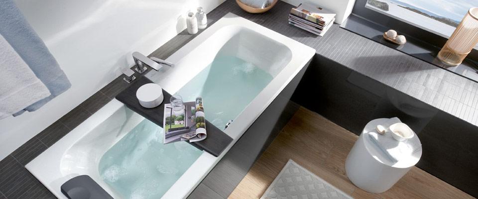 Een badkuip plaatsen in een kleine badkamer villeroy boch - Deco kleine badkamer met bad ...